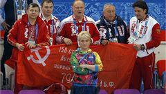 Komunista Zjuganov pózoval v Soči se sovětskou vlajkou