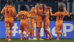 Real Madrid zničil Schalke, Chelsea v Turecku remizovala