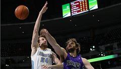 Veselý dal v domácím debutu šest bodů, NBA si zahrál první homosexuál