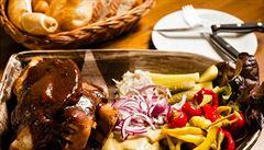 Restaurace U Dělového kříže: kanonáda žaludků