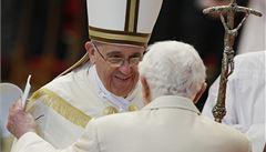 Papež František jmenoval nové kardinály, přihlížel i Benedikt