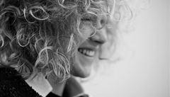 V zahraničí si práce návrhářů váží, říká česká fashion hvězda Ptáčková