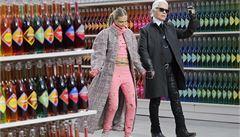 Móda v supermarketu. Lagerfeld předvedl novou kolekci Chanelu