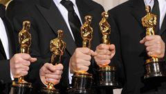 Slavný rytíř s mečem. Jak se vyrábějí sošky filmových Oscarů?