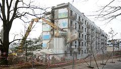 Vojenské Milovice zmizí. Sovětská kasárna a hangáry se kácejí k zemi