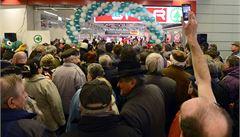 V Praze otevřela nová nákupní pasáž. Lidé se mačkali před obchody