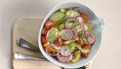 Jaro v kuchyni. Ředkvičkový salát nebo rebarborový krambl