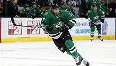 Hokejista zkolaboval v NHL přímo na střídačce, duel byl odložen