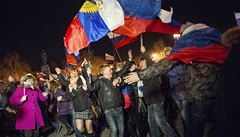 Krym vyhlásil nezávislost a žádá o připojení k Rusku, Ukrajina mobilizuje