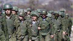 Ruská armáda je kilometr od hranic. Budeme se bránit, varuje Kyjev