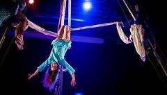 Nový cirkus podle žen: Fun Fatale uvede akrobacii na laně i na vlasech