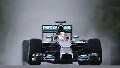 Kvalifikaci v Malajsii ovládl mercedes, Vettela opět zlobila technika