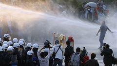 Tchajwanci protestují proti dohodě s Čínou, policie zranila 137 lidí