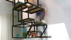Jak vypadá nizozemský minimalismus? Schodiště kombinuje stůl i poličky