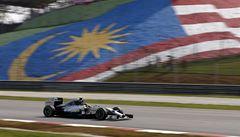 Double pro tým Mercedes. V Malajsii vyhrál Hamilton před Rosbergem