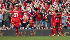Liverpool smetl Tottenham a díky ztrátě Chelsea jde na první místo