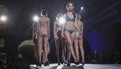Plavky a průhledné šaty. Takové jsou modely mladých českých designérek