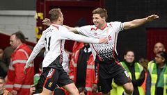 Gerrard proměnil dvě penalty a Liverpool je stále první, Arsenal padl