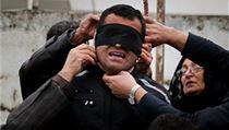 418cc6047a8 Rodiče zavražděného Abdulláha odstraňují smyčku z krku odsouzeného vraha  Balála.