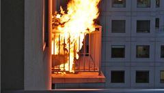 Grilování na balkoně a vrtání do zdí. Co můžete dělat doma?