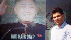 Využil Kimův účes jako odstrašující reklamu. KLDR na něj poslala agenty