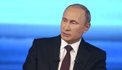 Dokažte, že posílám na Ukrajinu vojáky a zbraně, žádá Putin. A připomíná Irák
