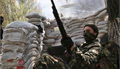 Na Ukrajině se bojovalo o Slavjansk. Kyjev hlásí pět mrtvých