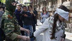 Okamžitě propusťte vězněné lidi, vyzvala Ashtonová proruské vzbouřence