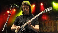 V Praze dnes zahraje Steve Hackett, kytarista slavných Genesis