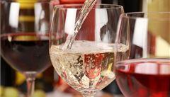 Víno, džus i chleba. Potraviny, které lidé mylně považují za veganské
