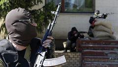 Doněčtí vzbouřenci budují vlastní armádu a úřady. Začali evidovat zbraně