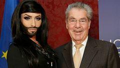 Rakouský prezident blahopřál vousaté zpěvačce. Rusko je znechuceno