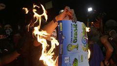 Odpor proti mistrovství světa sílí, policie rozháněla tisíce Brazilců