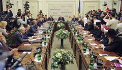 V Kyjevě zasedá kulatý stůl. O ukrajinské krizi jedná bez separatistů