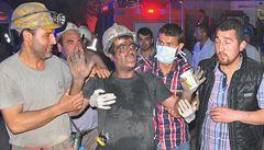 V tureckém dole uvízlo po explozi až 300 horníků. Nejméně 17 mrtvých