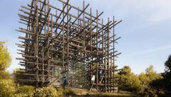 Luxusní vila v přírodě a jen z dřevěných klád