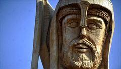 Na Chrudimsku stojí největší dřevěná socha svatého Václava v zemi