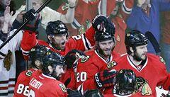 Po dramatickém zápasu se Chicago drží ve hře o Stanley Cup