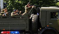 Doněčtí rebelové rozzlobili dav: rozdávali sladkosti od Porošenka