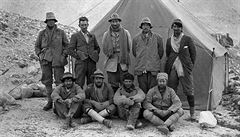 Kdo byl první na vrcholu? Mount Everest skrývá tajemství již 90 let