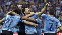 Suárez dal dva góly a rozjásal Uruguay, Anglie podruhé na MS padla
