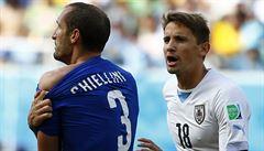 Tu jizvu už Chiellini měl, sám je řezník, podporují Uruguayci Suáreze