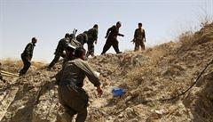 Kurdové se v Iráku střetli s džihádisty, běžencům hrozí smrt hladem