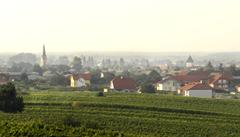 Dva Češi odkázali rakouské obci 33 milionů korun. Důvod je záhadou