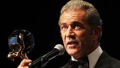 Vary začaly průtrží. Mel Gibson dostal 'nahou dívku držící kouli'