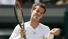 Murray ve Wimbledonu nečekaně končí, Djokovič a Federer jdou dál