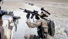 Čeští vojáci objevili talibanskou skrýš výbušnin. Dostali vyznamenání