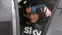 Cyklista Froome utrpěl po těžkém pádu na Tour zlomeninu obou rukou