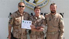 Český voják v Kábulu opravil vrtulník, oceněn byl jako Bojovník týdne