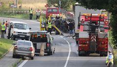 Děsivá nehoda na Novojičínsku. Kamion rozdrtil auto, dva mrtví
